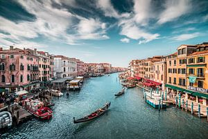 Canal Grande (Großer Kanal) mit Gondeln Venedig in Italien