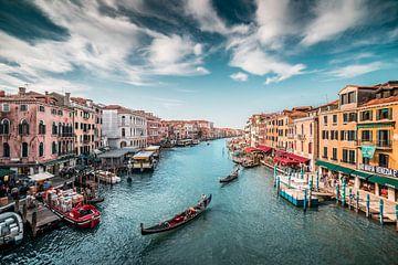 Canal Grande (Grote Kanaal) met gondels Venetië in Italië van Atelier Liesjes