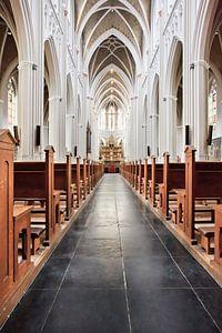 Interieur neogotische Sint Jozef kerk, Tilburg van Tony Vingerhoets