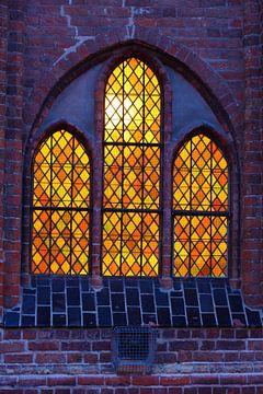 Beleuchtetes Kirchenfenster