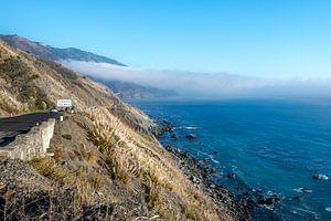 Californische kust bij Big Sur met mist