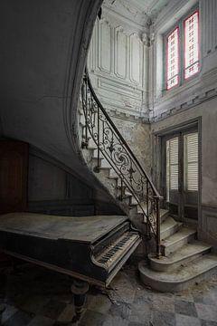 Piano achtergelaten in een verlaten kasteel van Kristof Ven