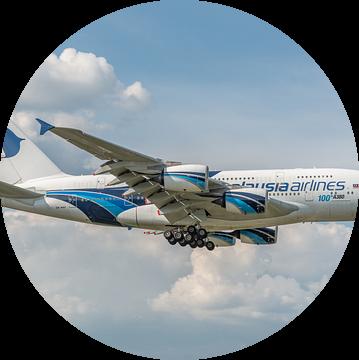 100ste Airbus A380, het grootste passagiersvliegtuig, landt op Londen Heathrow. van Jaap van den Berg