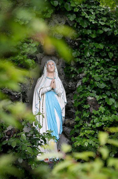 Mariabeeldje in mariagrot van Joyce van Belkom