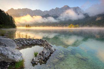 Matinée d'automne au lac Eibsee sur Michael Valjak
