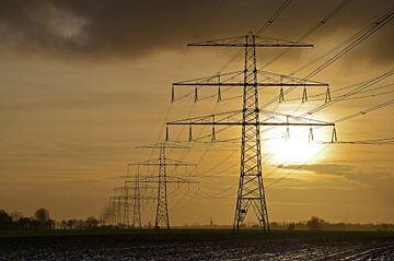 Strommasten bei Loppersum, Groningen, die Niederlande von
