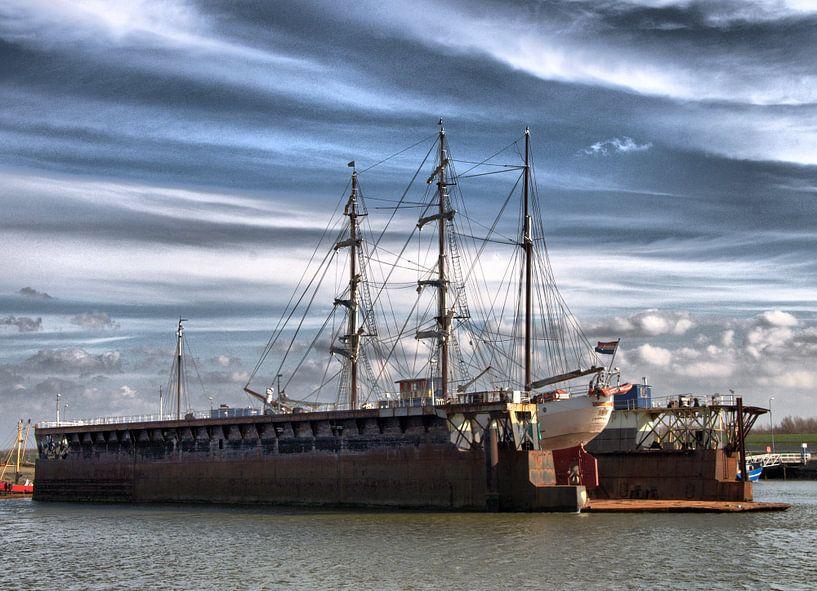 Zeilschip in Droogdok van Tineke Visscher