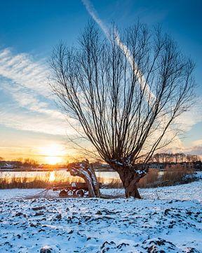 Winterlandschaft am Bach von Wesley Kole