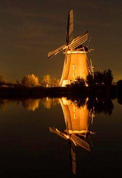 Beleuchtete Mühle im Dunkeln von Marjolein van Middelkoop
