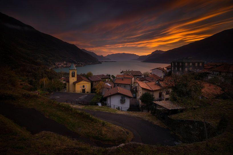 Olgiasca village sunset van Wojciech Kruczynski