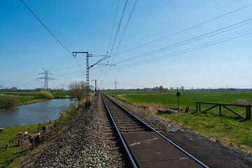 Eenzaam treinspoor door het platteland van Matthias Korn