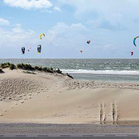 Vliegers bij de Brouwersdam van Frans Blok