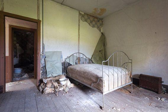 Verlaten Slaapkamer in Kasteel. van Roman Robroek