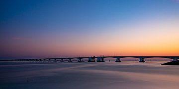 Zeelandbrug bij zonsondergang van Arthur Scheltes