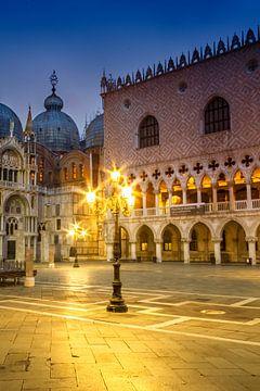 Venetië - Basiliek van San Marco & Dogepaleis in het Blauwe Uur van