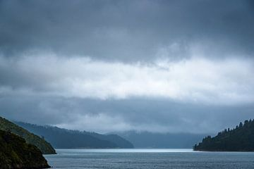 Licht am Horizont, Marlborough Sounds, Neuseeland von Rietje Bulthuis