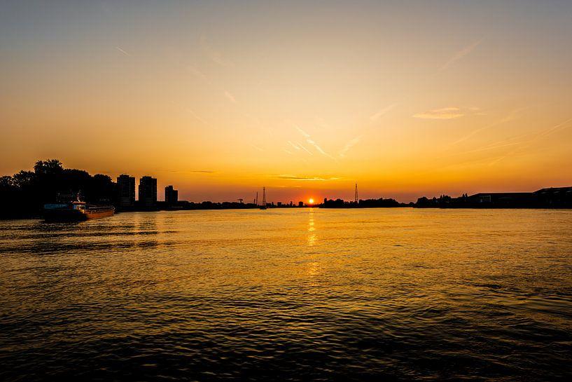 Zonsondergang op de Grote rivieren. van Brian Morgan