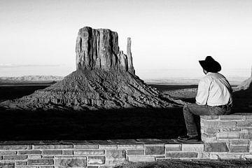 Monument Valley bei Sonnenuntergang in Schwarz-Weiß von Gerrit de Heus