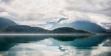 Panorama der spiegelnden Berge von Ellis Peeters