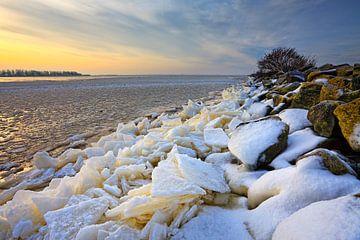 Bevroren Lauwersmeer met ijssschotsen