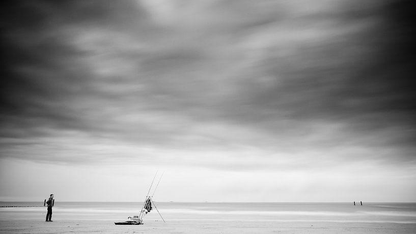 The lonely fisherman (Zwart wit) van Lex Schulte