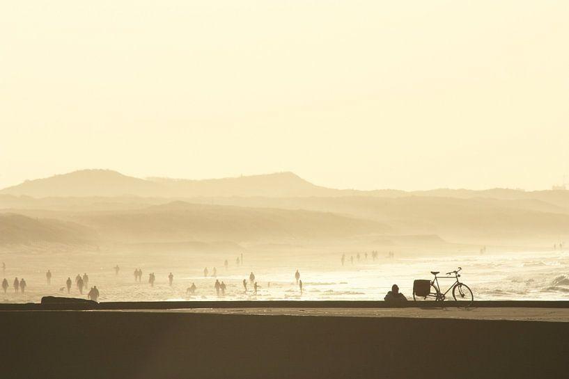 Zonsondergang aan het Scheveningse strand van Simone Meijer