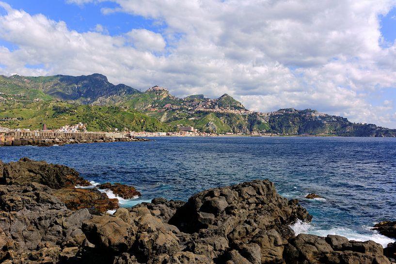 View of Taormina van Gisela Scheffbuch