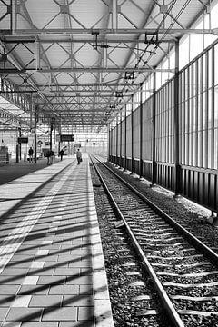 Architecture en noir et blanc. Gare d'Eindhoven. sur Marianne van der Zee
