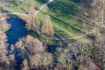Fahrrad im Park in Rotterdam von Ingrid Meuleman