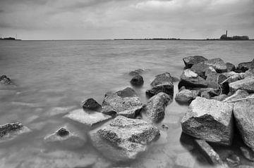 Granieten golfbreker IJsselmeer van Sandra de Heij