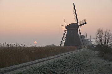Zonsopkomst bij de molens van Kinderdijk van Corné Stam