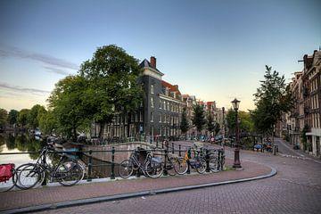 Brug over de Looiersgracht en Prinsengracht sur Dennis van de Water