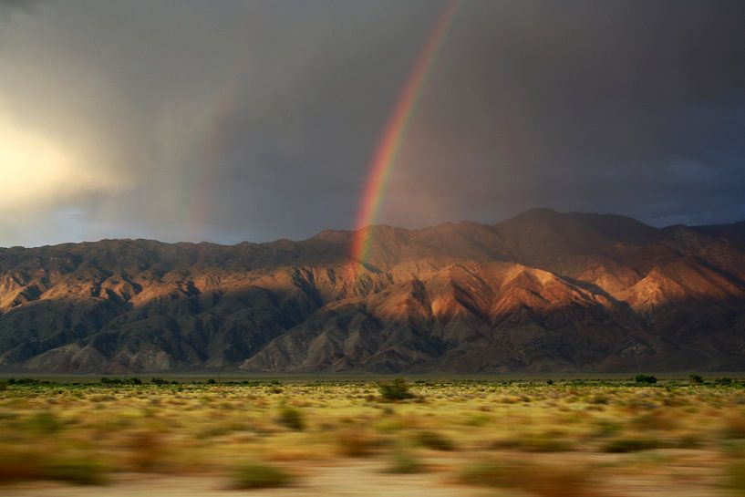 Regenboog in de bergen van Claudia Maglio