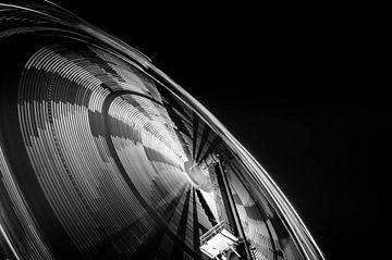 Zwart wit | Kermis attractie von Willem van den Berge
