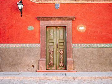 Rood en groen | Voordeur in San Miguel de Allende Mexico | Reisfotografie