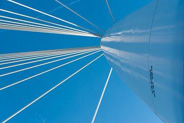 Pylon und Stahlseile der Prinz-Claus-Brücke in Utrecht von Wim Stolwerk