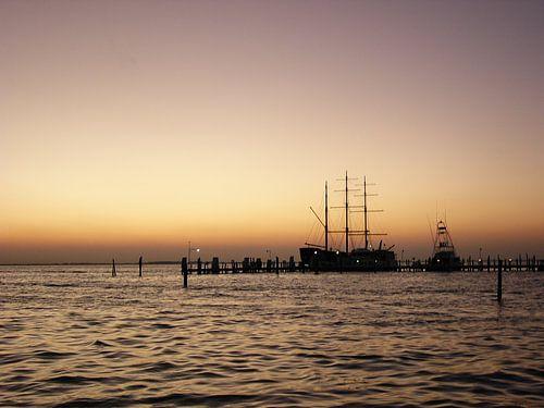 sunset at harbour van