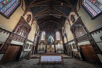 Kirche mit Glasfenstern von Inge van den Brande