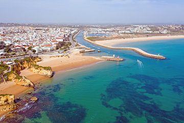 Luftaufnahme von Lagos an der portugiesischen Algarve von Nisangha Masselink