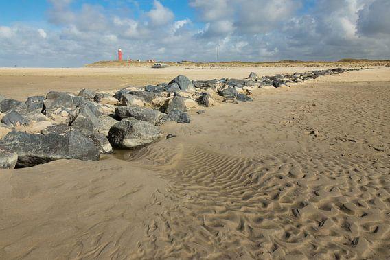 Keien op het strand. van Nicole van As