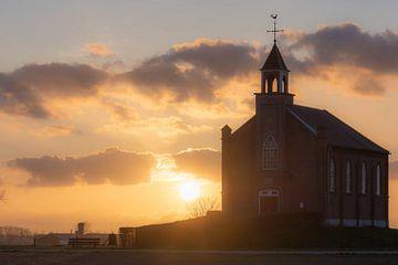 Sonnenuntergang an der Kirche von Tania Perneel