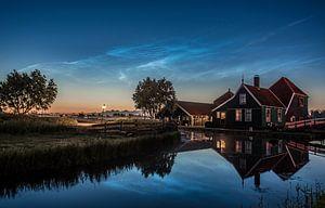 Lichtende Nachtwolk met kaasboerij Zaanse Schans
