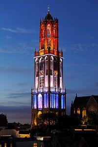 Rood-wit-blauwe Domtoren in Utrecht tijdens de start van de Tour de France 2015