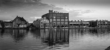 stadsgezicht Haarlem met de oude Droste fabriek van Arjen Schippers