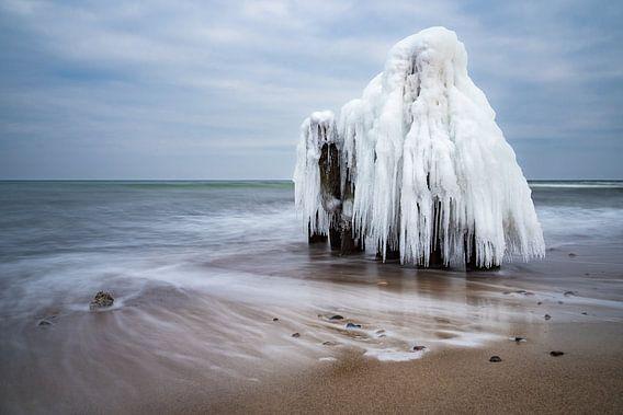 Winter time on the Baltic Sea coast van Rico Ködder