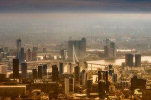 Luchtfoto Rotterdam in avondzon