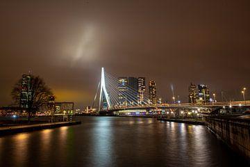 Erasmusbrug bij nacht. van PicArt010