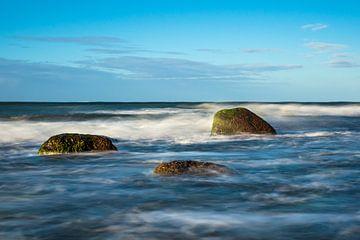 Stenen aan de Oostzeekust bij Warnemünde van Rico Ködder