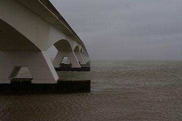 De Zeelandbrug bij Zierikzee. van tiny brok