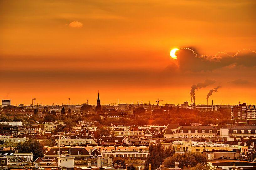 Zonsondergang boven het Oude Westen, Rotterdam van Frans Blok